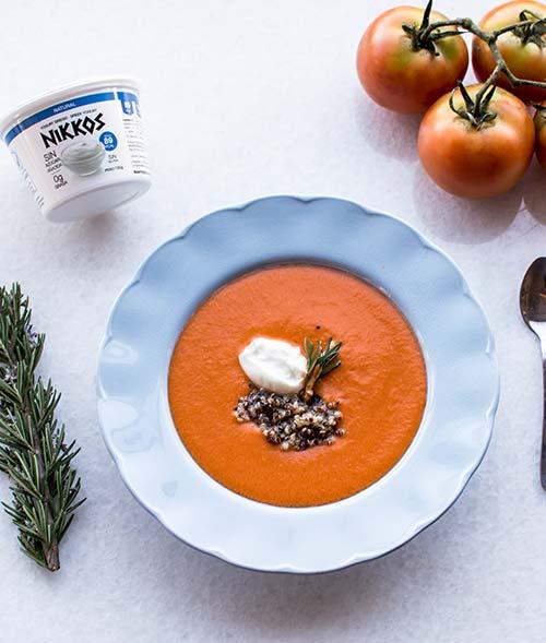 receta-sopa-tomate-albahaca